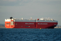 Queen Sapphire IMO 9460887 60213gt Built 2009 Vehicles Carrier Flag Singapore passing Cowes