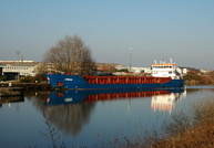 Linnau approaching Latchford Locks 2nd March 2011