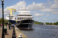 MY Leander with Jumbo Spirit docked and Daisy Doardo heading for Eastham