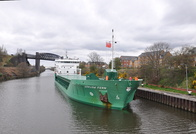 Arklow Fern approaching Latchford Locks