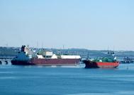 Temse passing LNG Tanker Mozah on South Hook 1