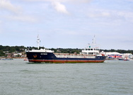 Victress departing Cowes