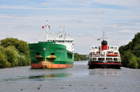 Arklow Rival & Royal Iris passing at latchford