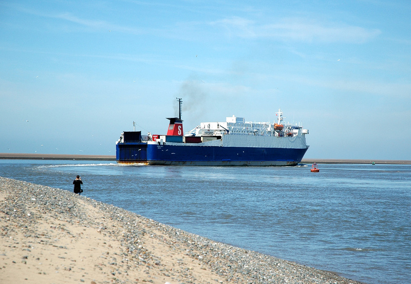 Stena Leader departing Fleetwood